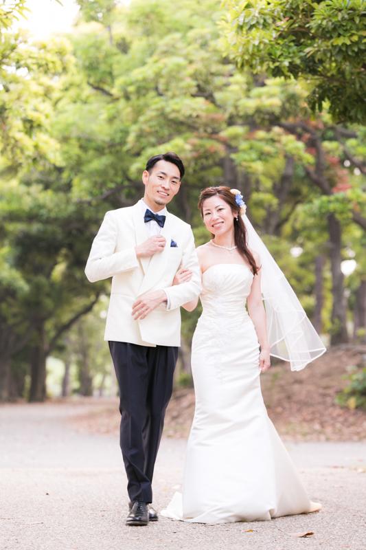 オーダータキシードで結婚式を挙げる二人