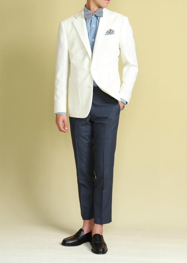 asteirの白のジャケットのタキシード