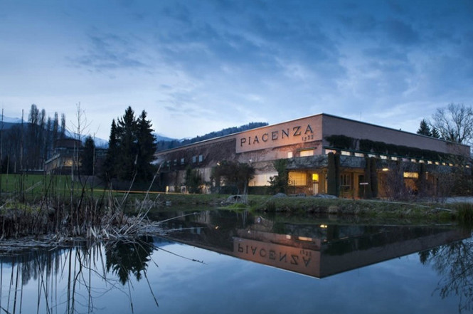 タキシードのイタリア工場